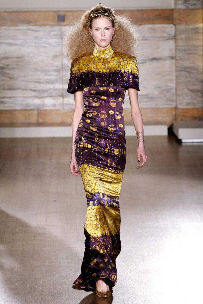 Sfilata Klimt abito lungo l'Wren Scott