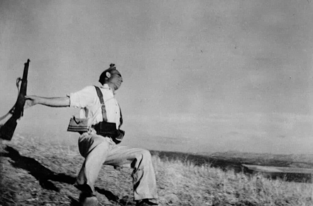 Miliziano colpito a morte a Cordoba Robert Capa