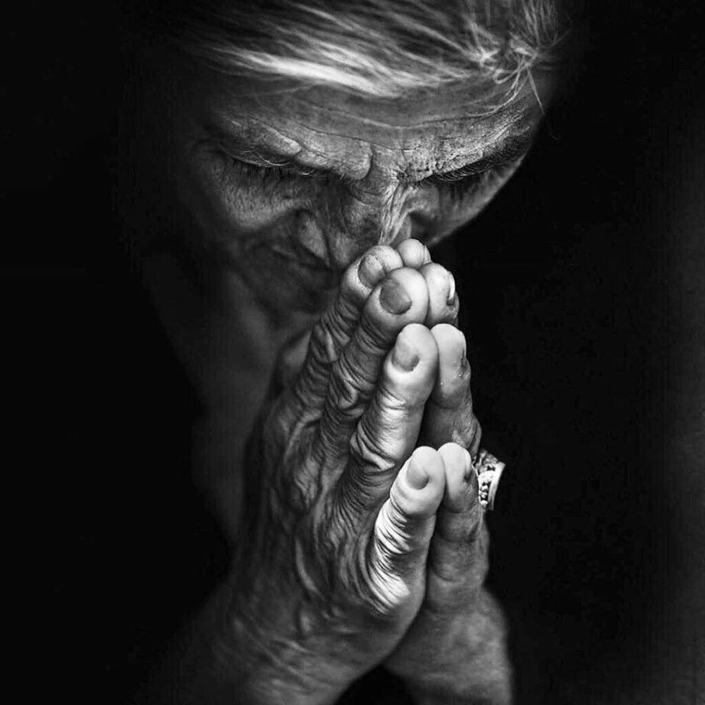Donna prega a Trastevere, Roma, Lee Jeffries