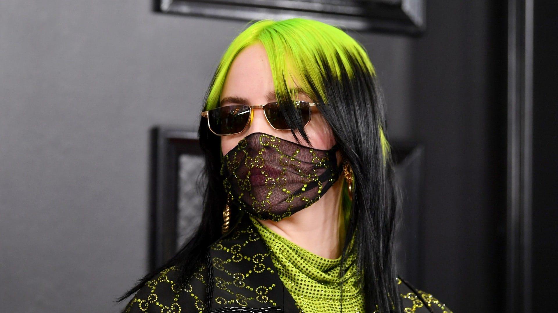 Billie Eilish con mascherina di Gucci