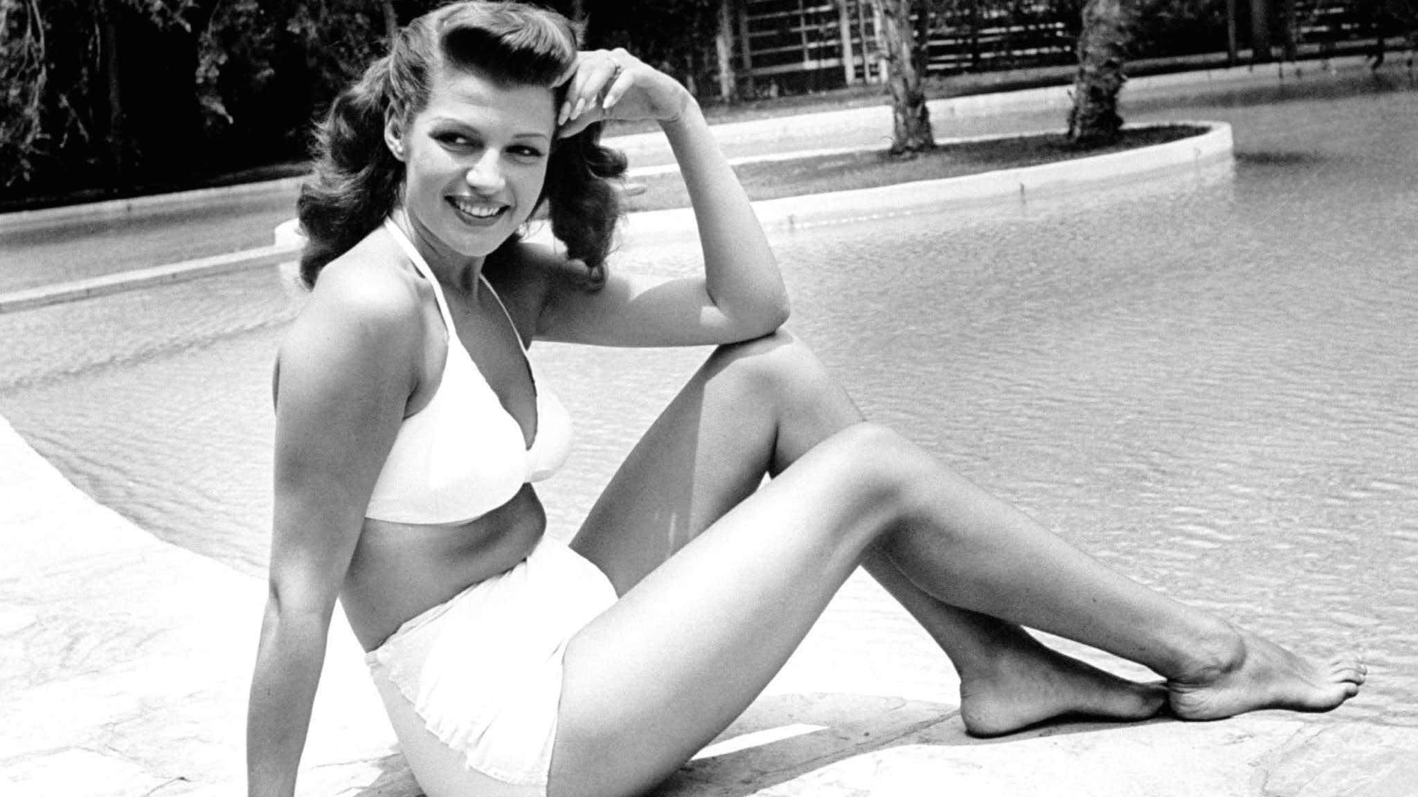 Rita Hayworth costume da bagno